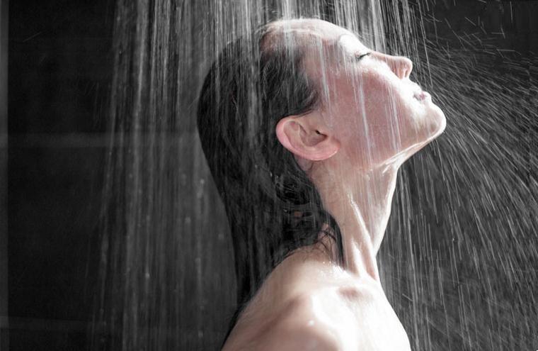 sekrety-krasoty-osenyu-pod-ochen-goryachim-dushem