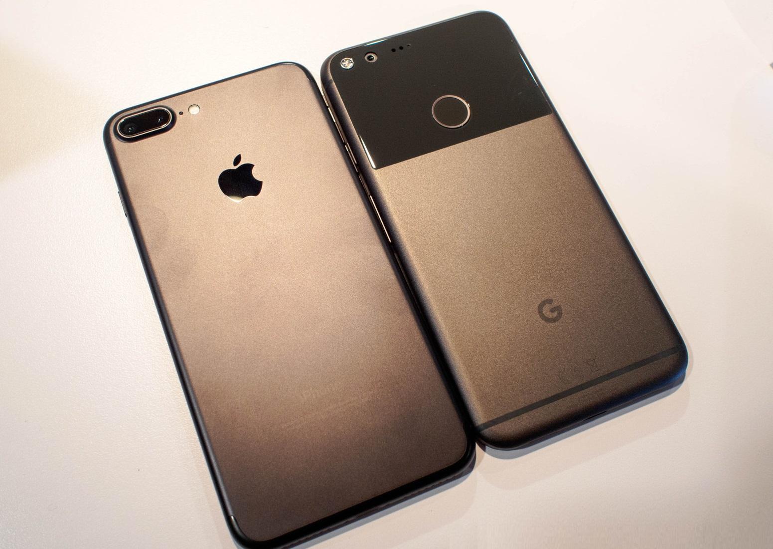 sravnenie-iphone-7-plus-i-google-pixel-xl-dizajjn