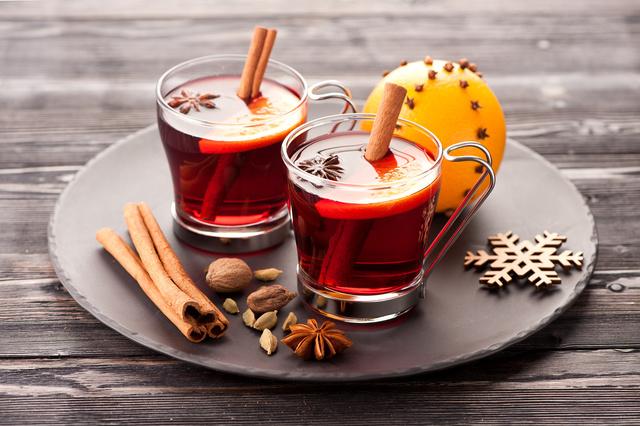 Безалкогольный глинтвейн-подача напитка