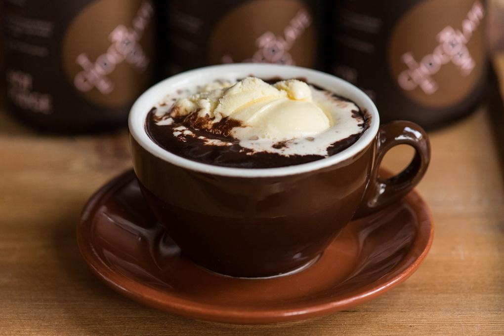Горячий шоколад с мороженым-фото