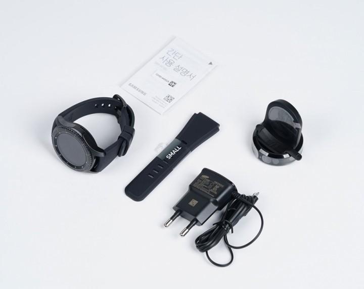 obzor-smart-chasov-samsung-gear-s3-komplekt-postavki