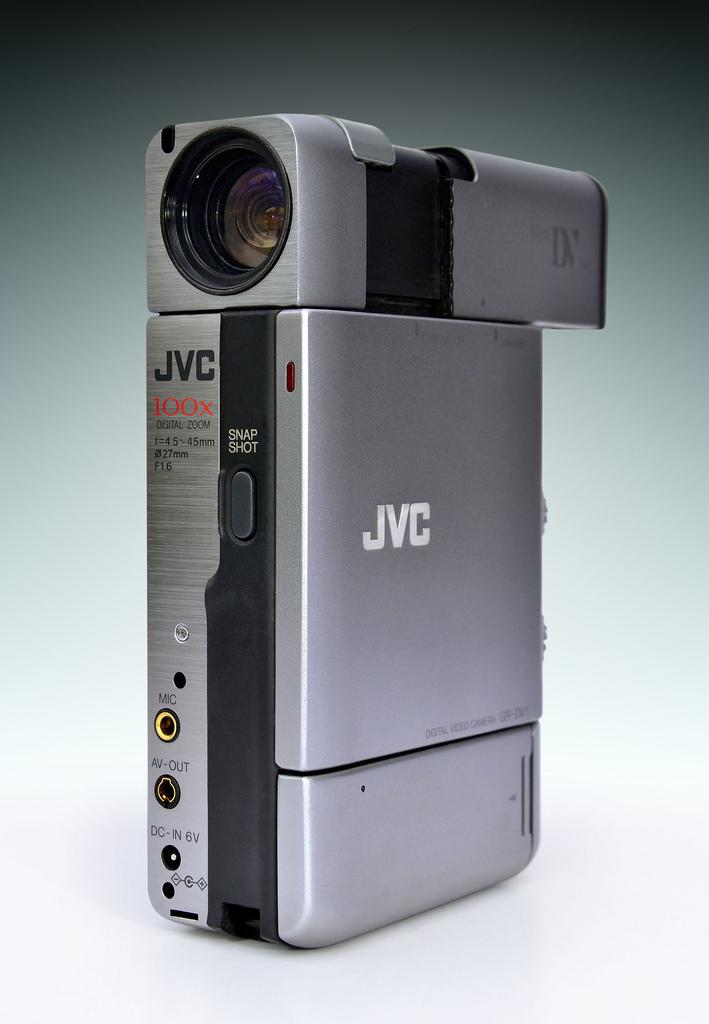 papka-foto-jvc-vozvrashhenie-legendarnogo-brenda-videokamera-gr-dv1