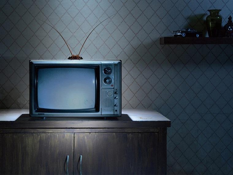 razbiraemsya-v-brendakh_televizory-staryjj-televizor