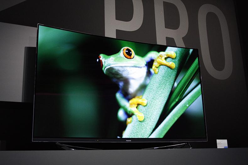 razbiraemsya-v-brendakh_televizory-televizor-panasonic-na-vystavke