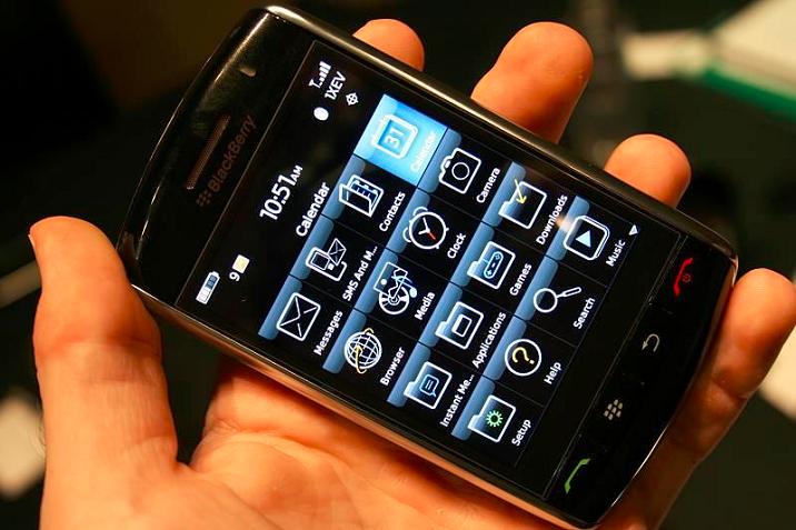 blackberry-storm-9500-v-ruke