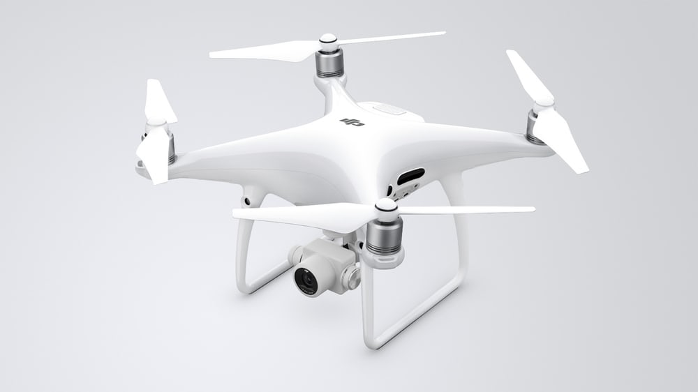 kompaniya-dji-prezentovala-novyjj-dron-phantom-4-pro-foto-1