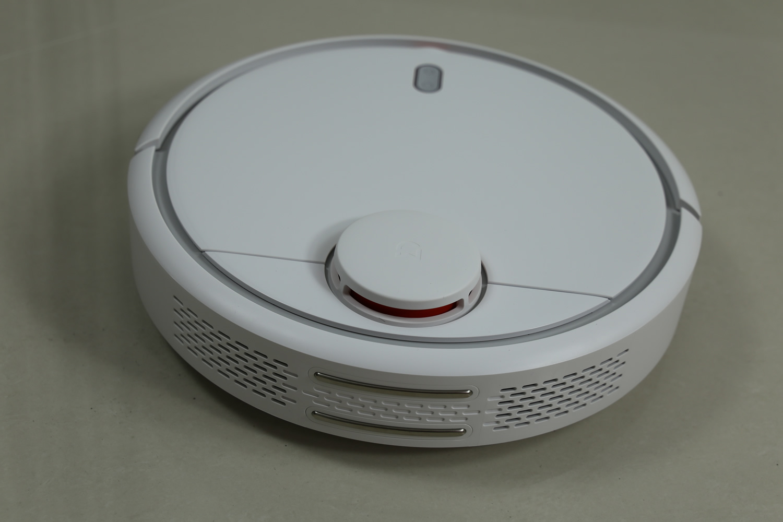 obzor-umnogo-robota-pylesosa-xiaomi-mi-robot-vacuum-dizajjn-2
