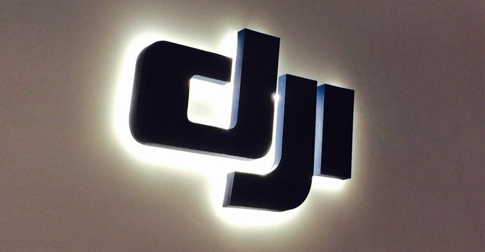 papka-foto-dji-istoriya-uspekha-nebesnykh-perfekcionistov-logotip