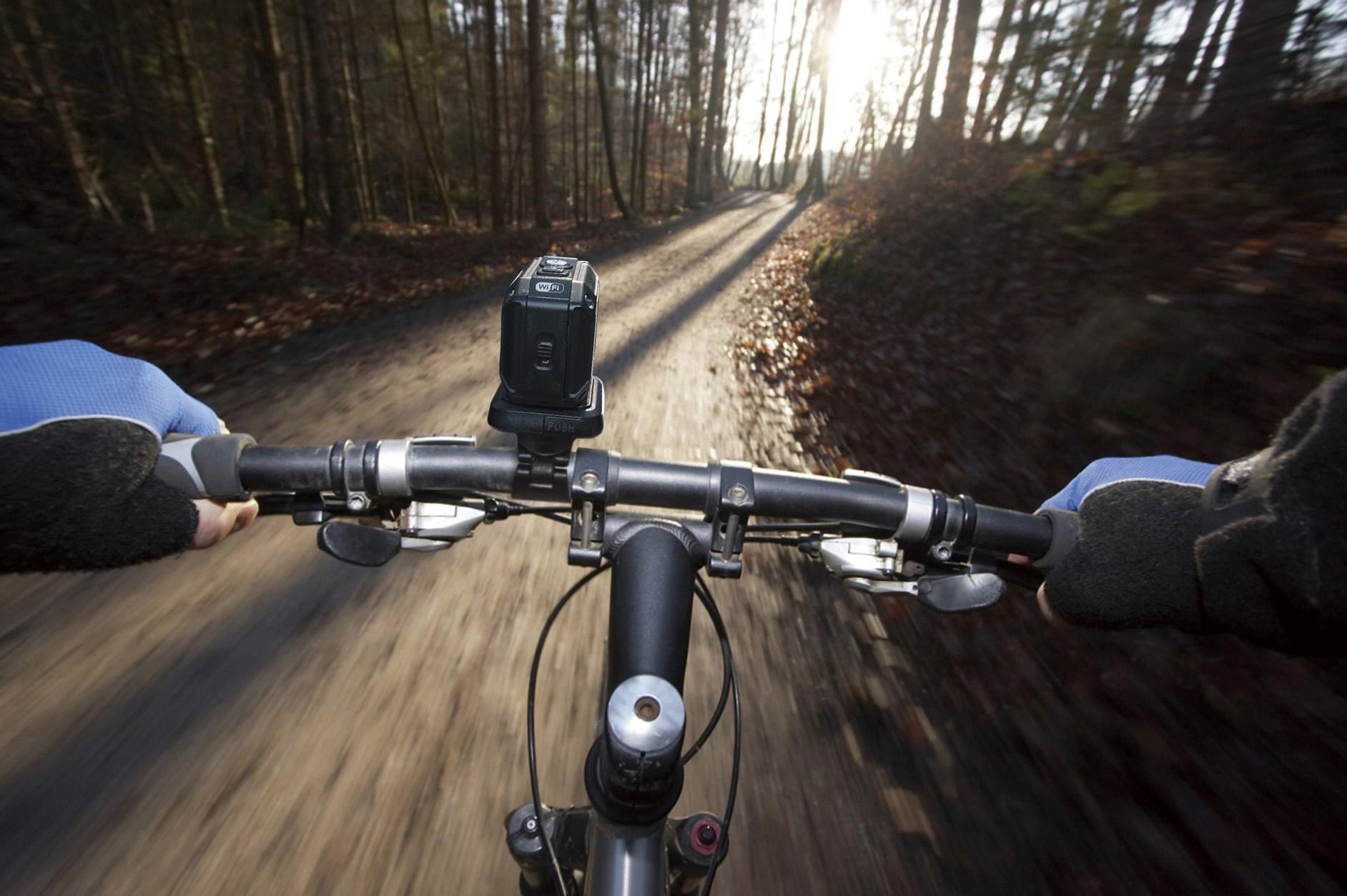 экшн-камера на велопрогулке.