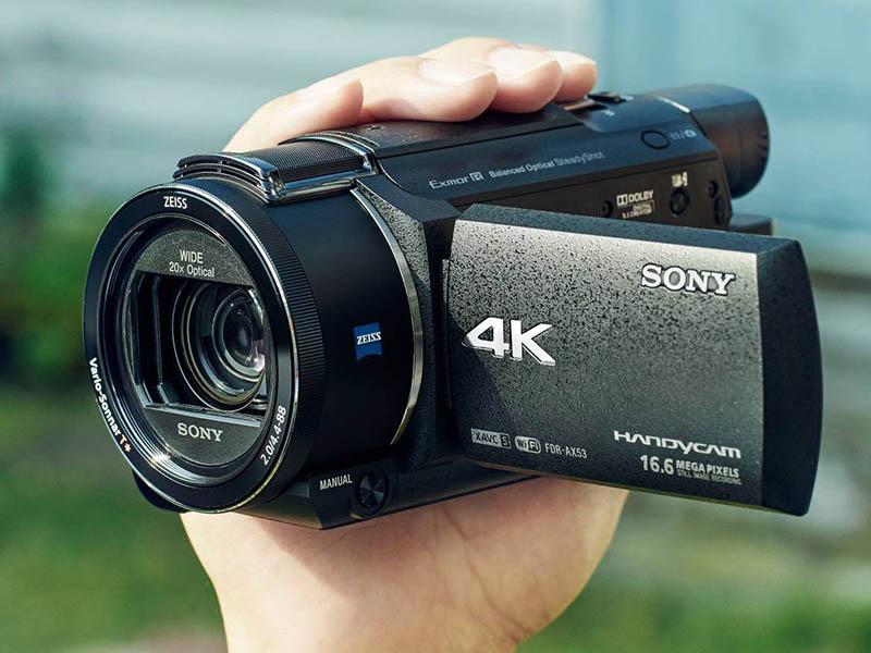 papka-foto-zasnimi-vse-svoi-priklyucheniya-pogovorim-ob-ehkshn-kamerakh-foto-videokamery-v-ruke