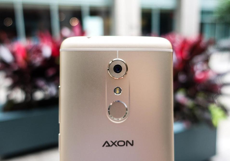 zte-axon-7-1-zadnyaya-kamera