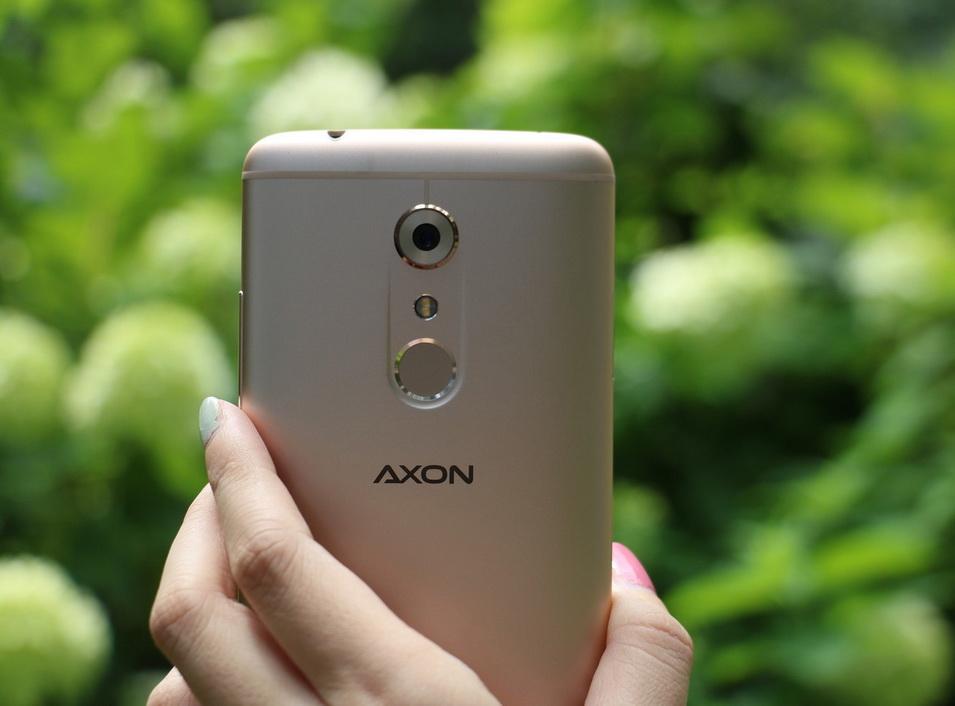 zte-axon-7-2-zadnyaya-kamera
