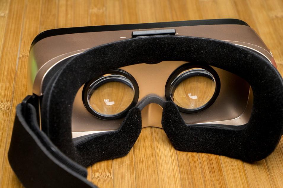 zte-axon-7-ochki-virtualnojj-realnosti-dlya-smartfona