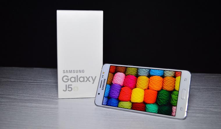 top10-smartfonov-po-nominaciyam-samsung-j510-belyjj
