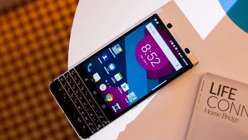 ces-2017_novinki-cifrovojj-tekhniki-blackberry-mercury