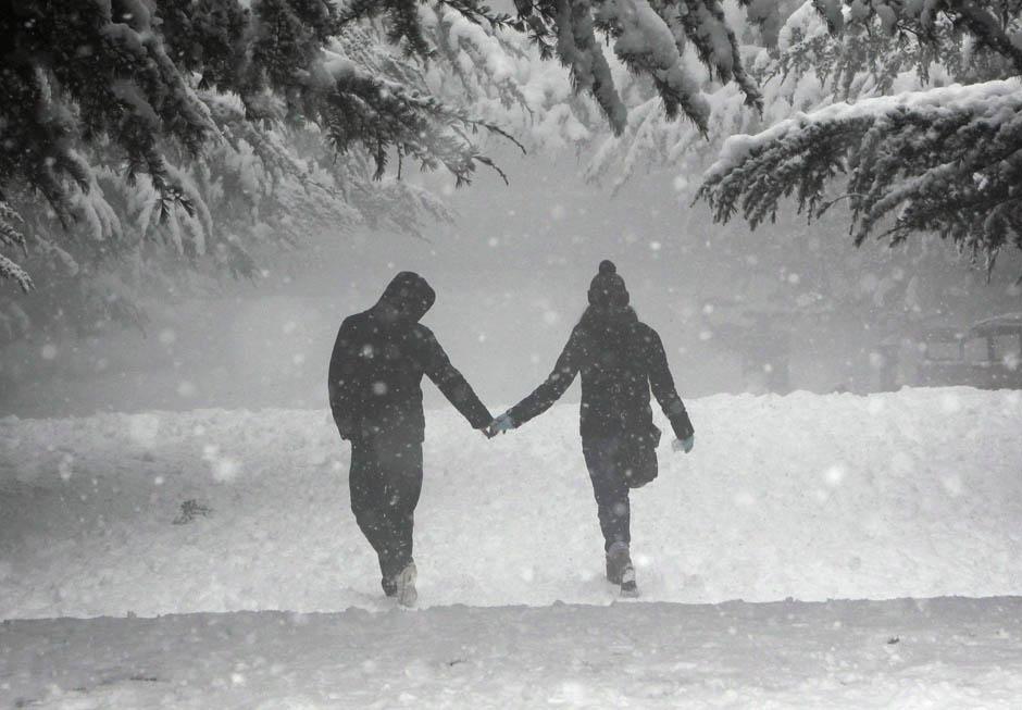 гулять под снегопадом
