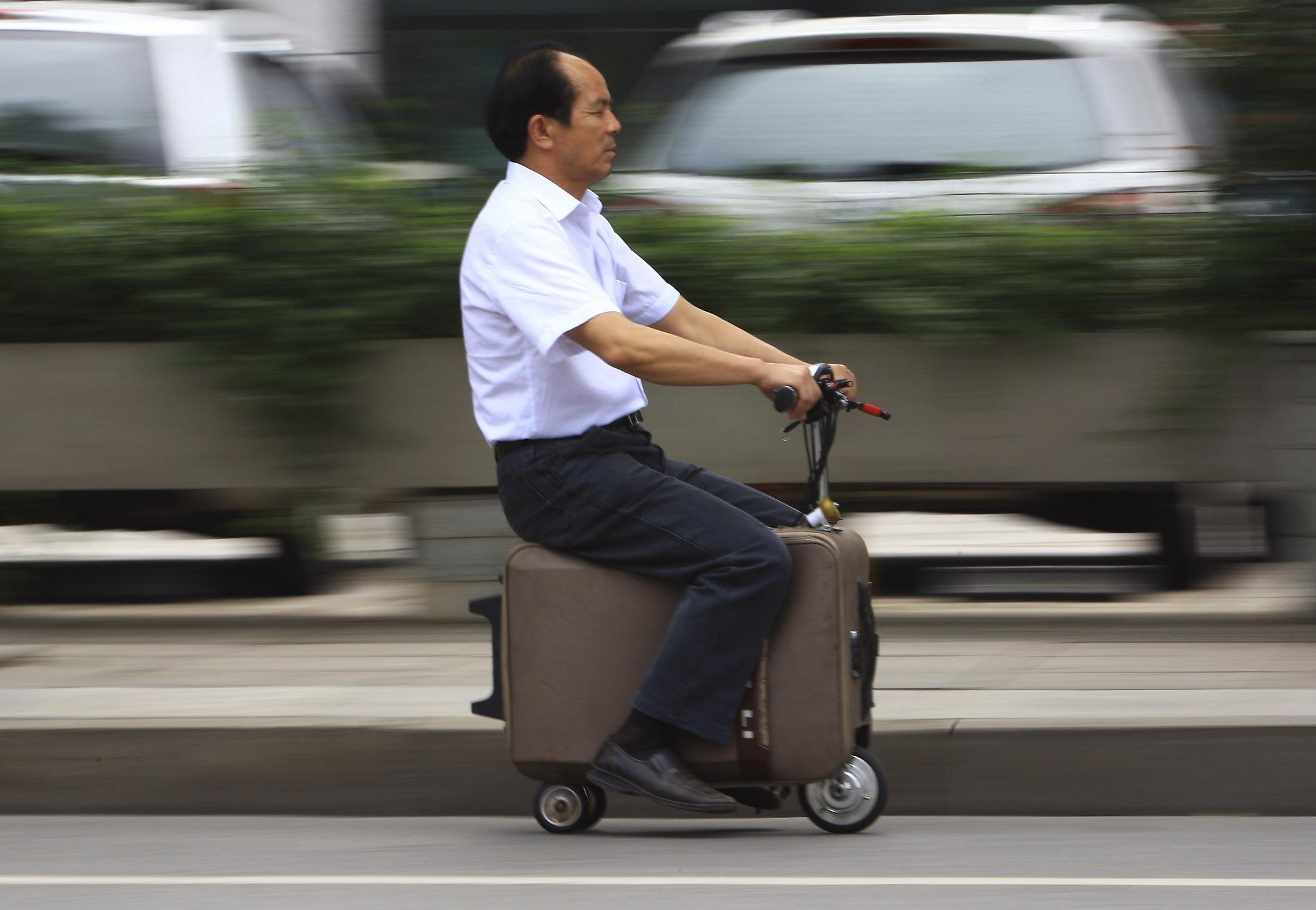 чемодан-скутер.