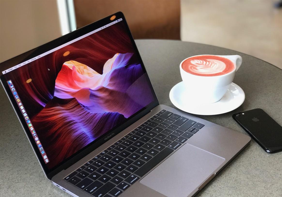 papka-foto-vpechatleniya-ot-ispolzovaniya-macbook-pro-macbook-pro-2016-coffee-hero