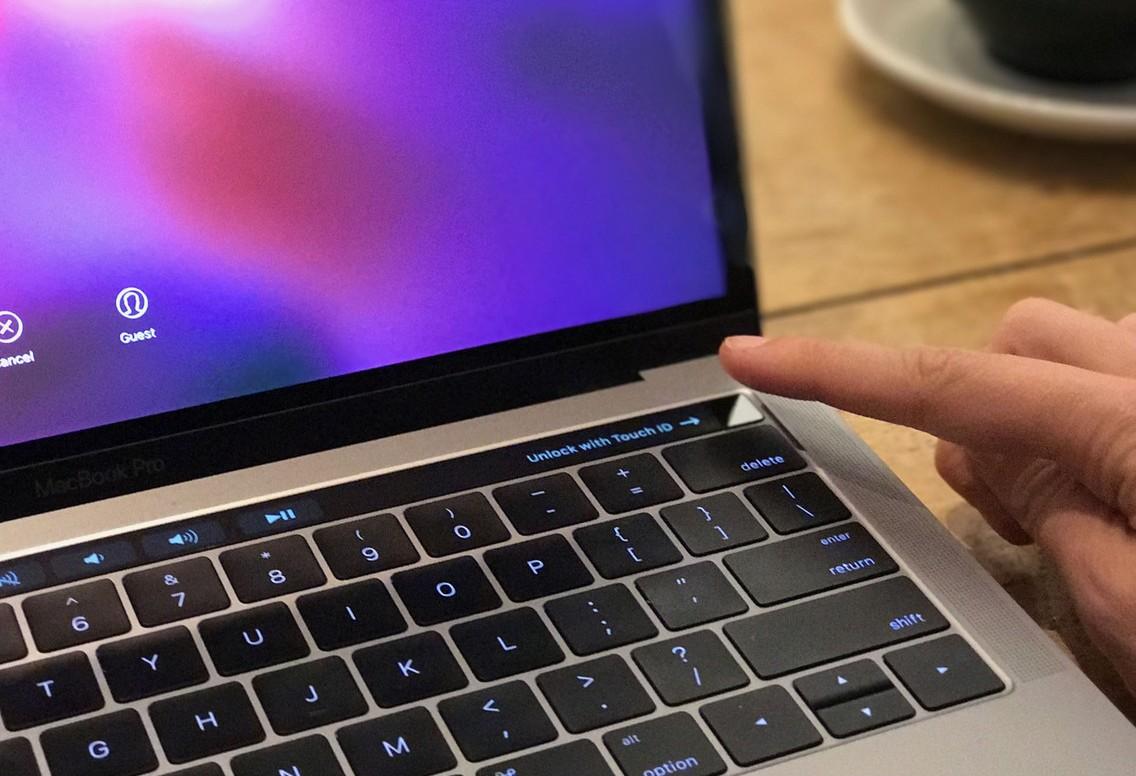 papka-foto-vpechatleniya-ot-ispolzovaniya-macbook-pro-macbook-pro-touch-id