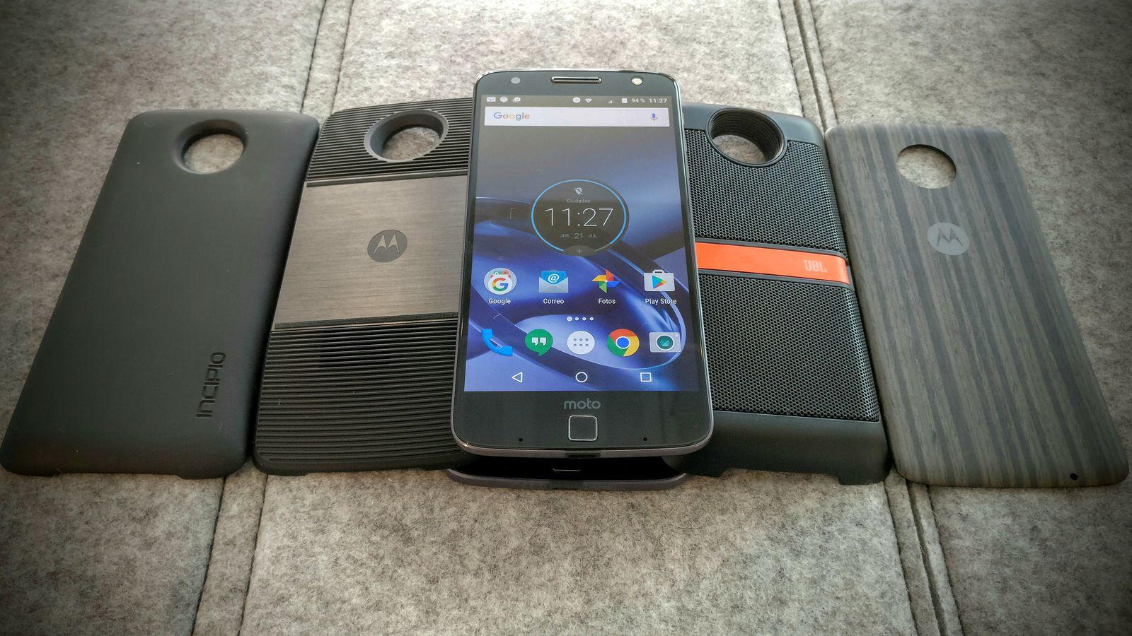 smartfony-s-neobychnym-cvetom-moto-mods