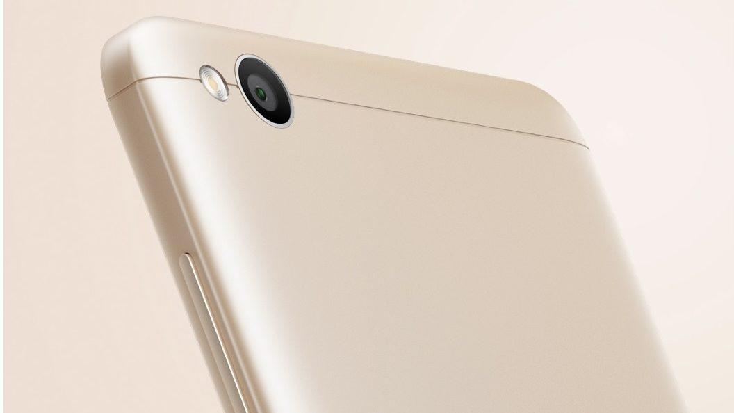 smartfony-s-neobychnym-cvetom-rozovo-zolotojj-xiaomi-szadi