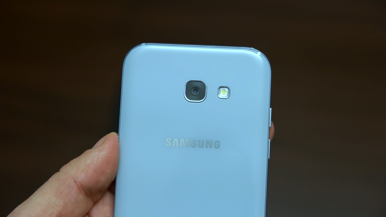 smartfony-s-neobychnym-cvetom-samsung-galaxy-a-blue-mist