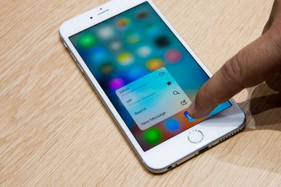 top5-smartfonov-kotorye-podesheveli-v-2017-godu-apple-iphone-6s-ehkran