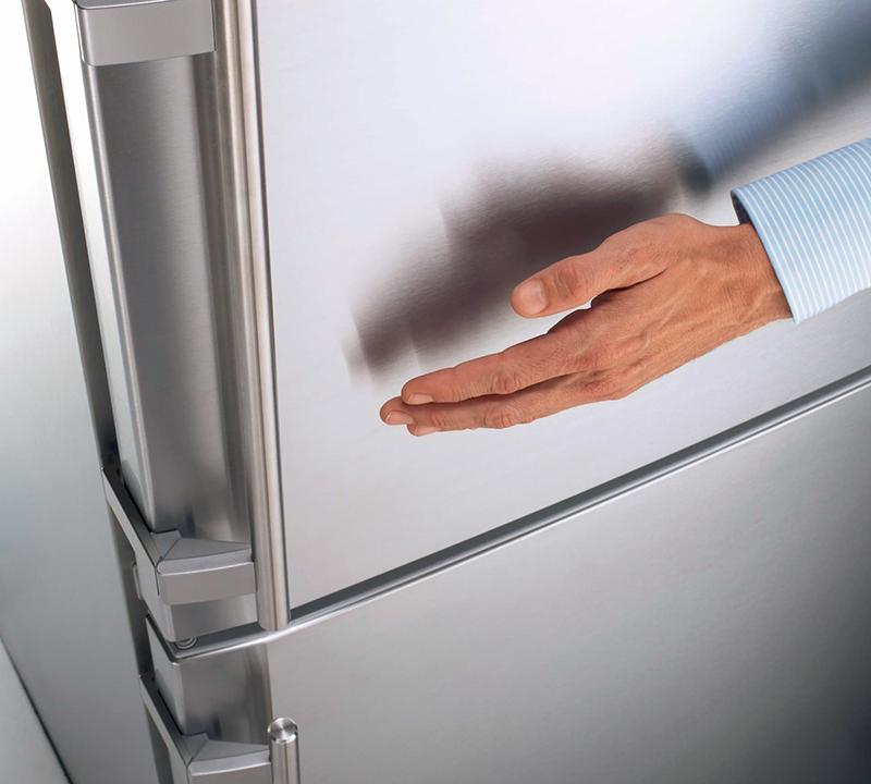 vybiraem-premialnyjj-kholodilnik-kholodilnik-liebherr-ruchki-na-dverce