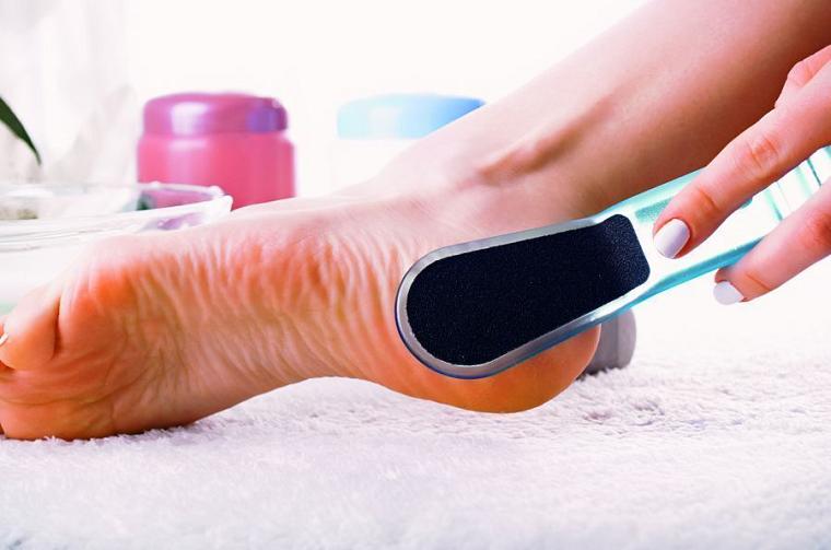 Как в домашних условиях очистить огрубевшую кожу пятки