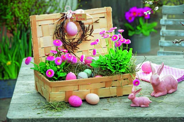 фото Пасхальная корзинка с цветами и кроликами-фото