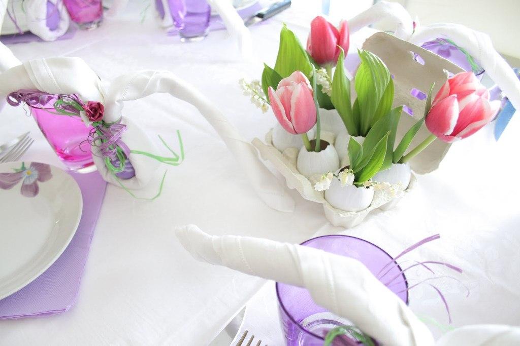 prazdnichnaya-servirovka-stola-cvety-v-skorlupe