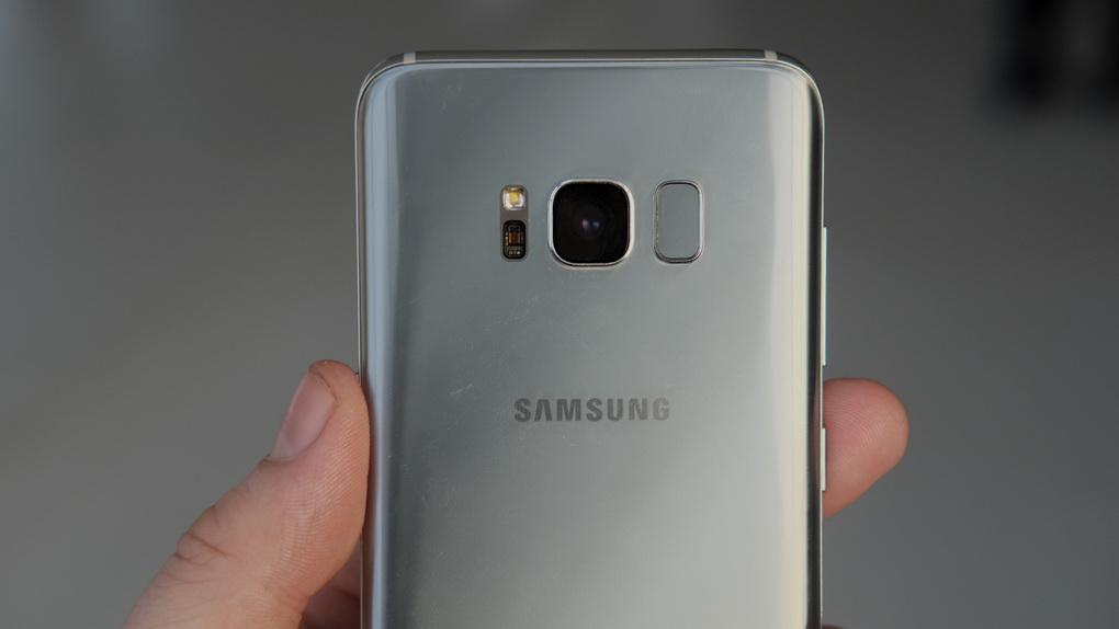 samsung-galaxy-s8-plus-zadnyaya-kryshka-smartfona