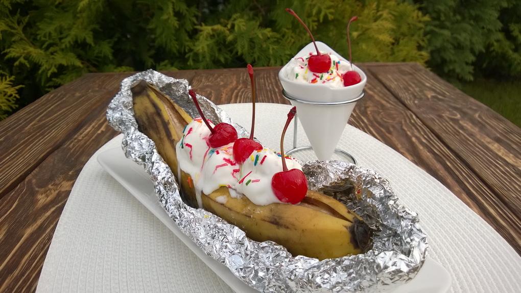 bananovyjj-split-na-grile