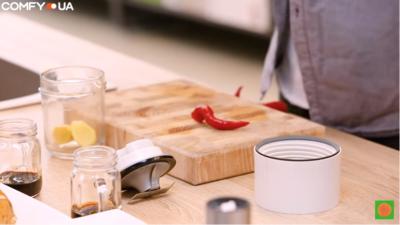 Измельчаем ингредиенты в кухонном комбайне