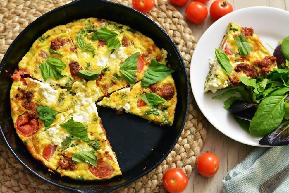 italyanskijj-omlet-frittata-podacha-v-skovorode