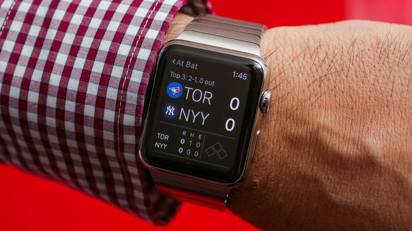 razbiraemsya-v-brendakh_smartchasy-apple-watch-na-ruke