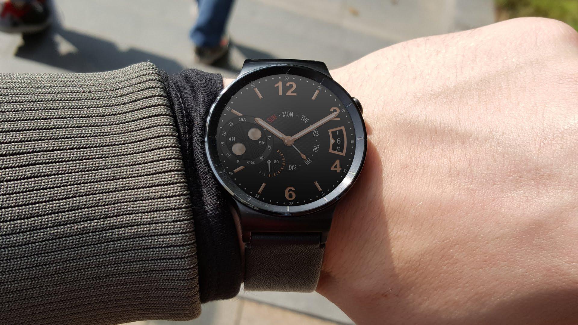 razbiraemsya-v-brendakh_smartchasy-huawei-watch-na-ruke