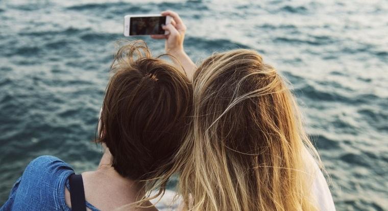 smartfon-dlya-podrostka-vybiraem-s-umom-selfi