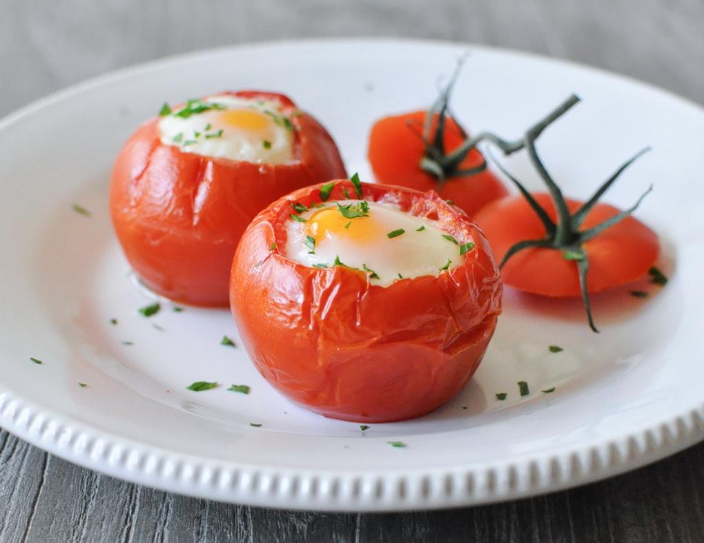 yajjco-v-tomatakh-idealnyjj-zavtrak