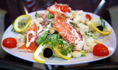 Классический салат с семгой