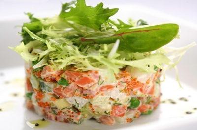 Готовий салат з сьомгою