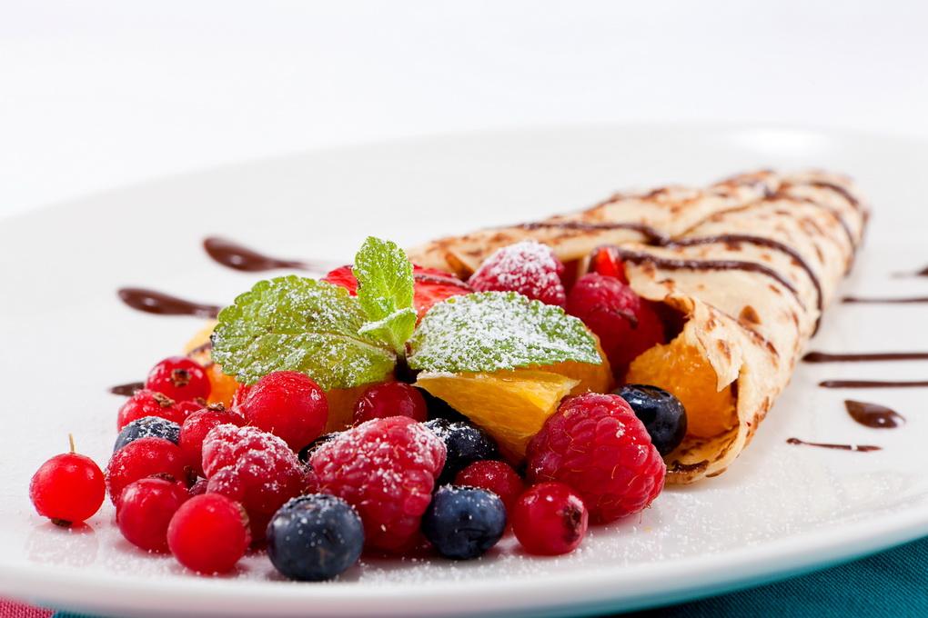 Блины с ягодами и фруктами-начинка