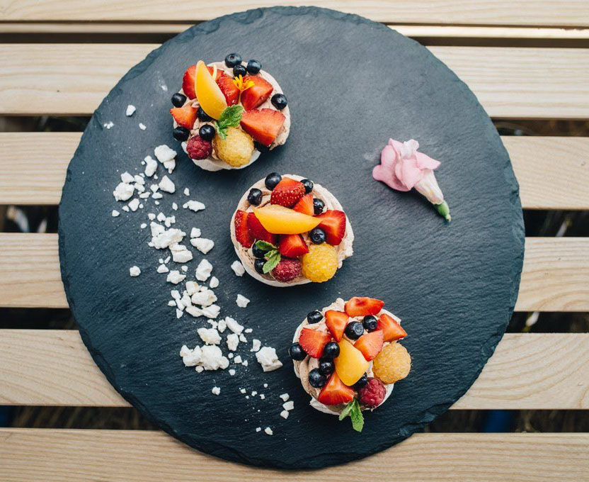 Декор ягодами-фото
