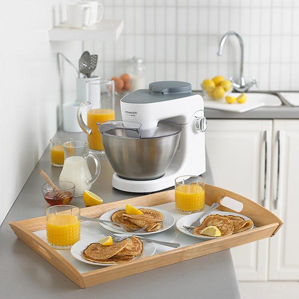 Дополнительный арсенал для кухонных машин - кухонная машина Kenwood на кухне