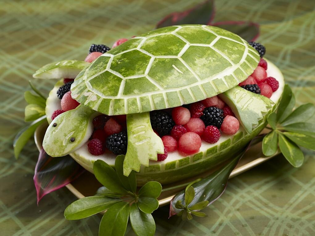 Фруктовый салат в арбузе-черепахе-вкусные идеи