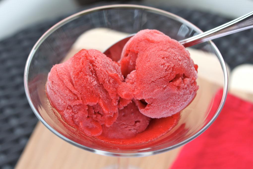 Клубничный сорбет-охлаждающий десерт
