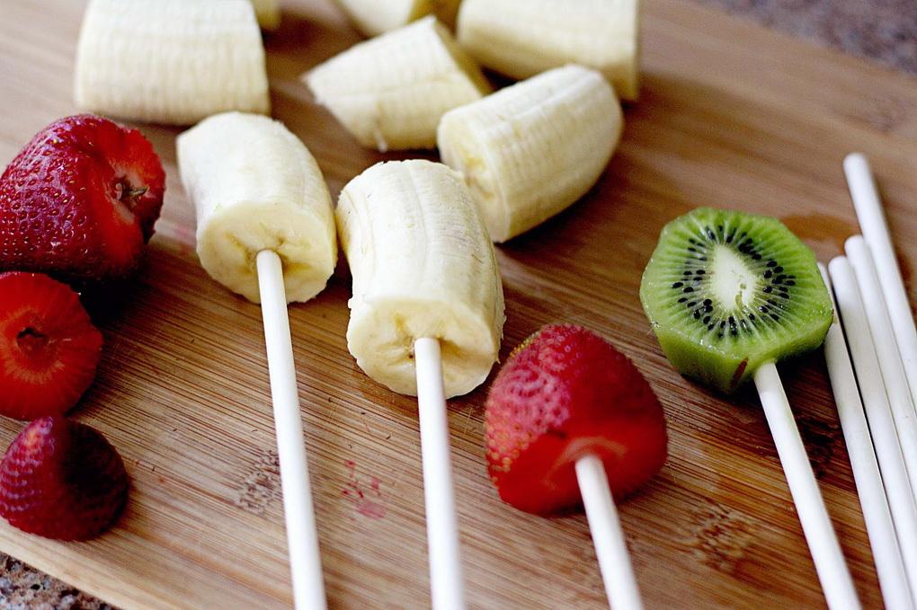 Клубника и фрукты в шоколаде-как приготовить