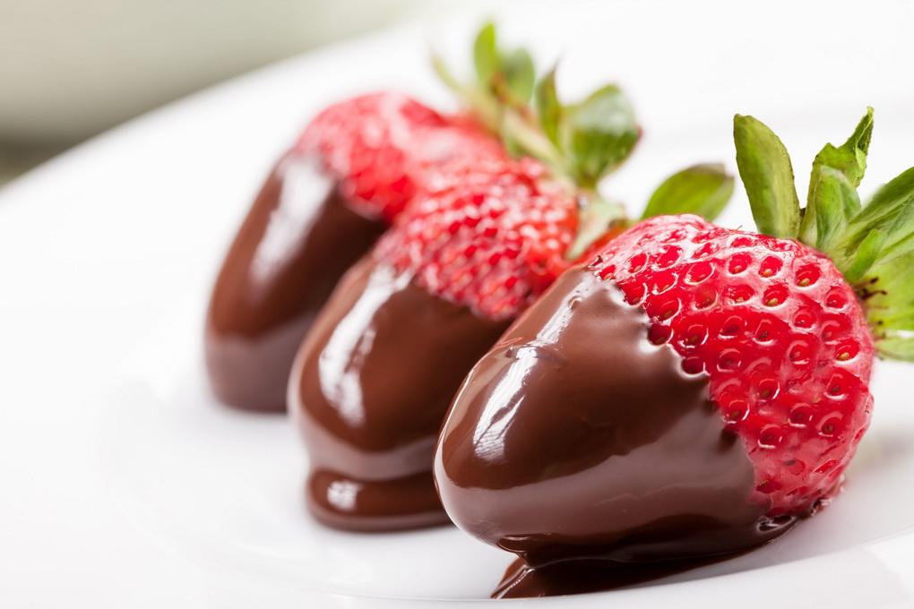 Клубника в шоколаде-вкусно и полезно