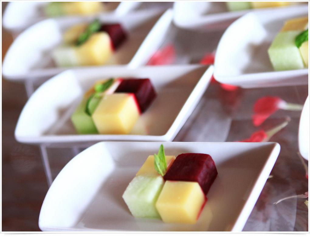 Красивые фруктовые кубики-подача