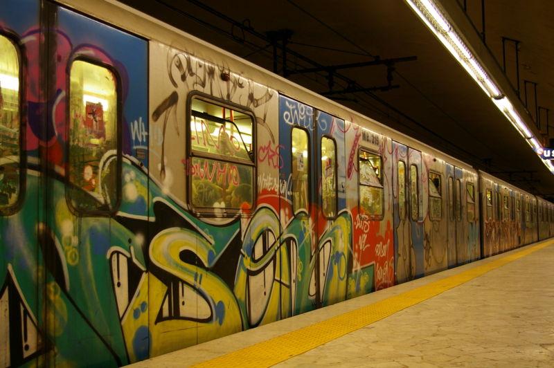 граффити в метро.